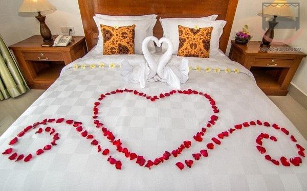 trang trí phòng cưới bằng khăn tắm