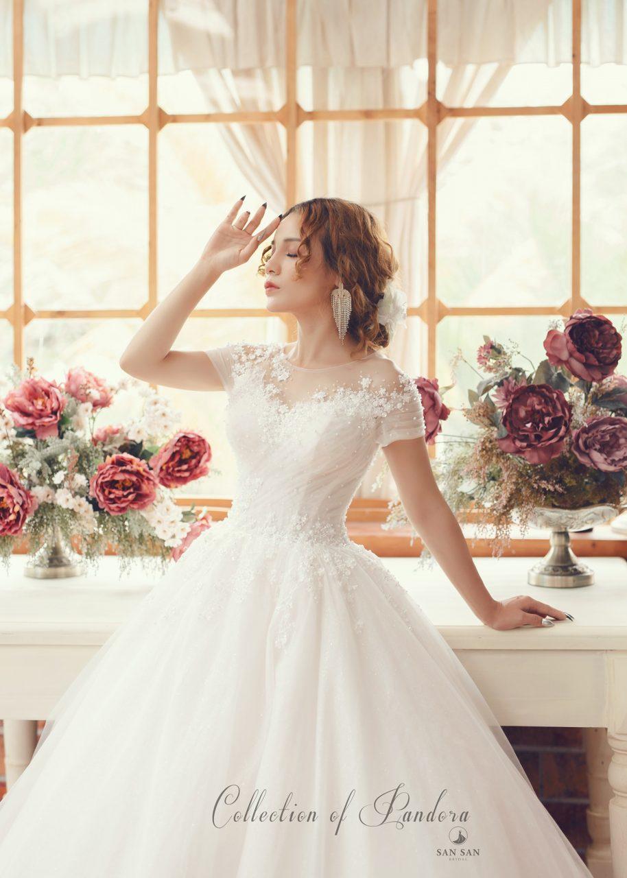 váy cưới tay ngắn